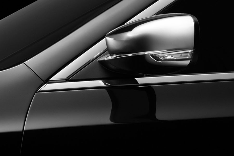01-2011-chrysler-300-teasers