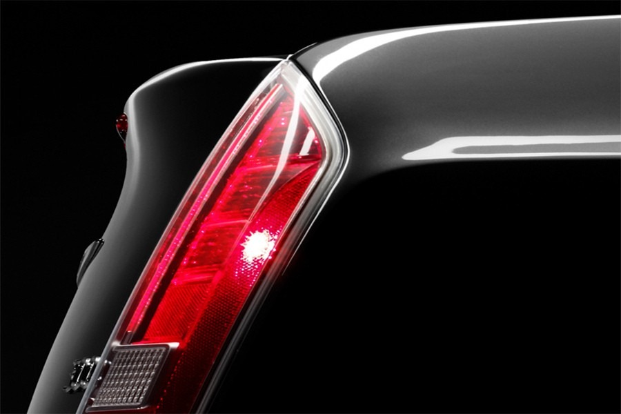 04-2011-chrysler-300-teasers