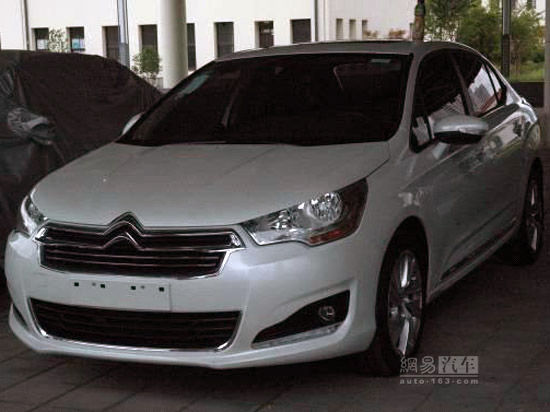 Novo Citroën C4L é flagrado na China