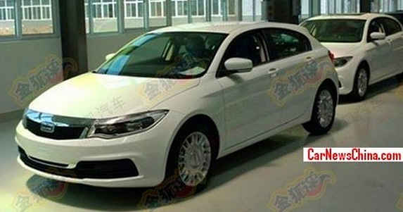 Futuro Qoros 3 hatchback é flagrado dentro de fábrica na China