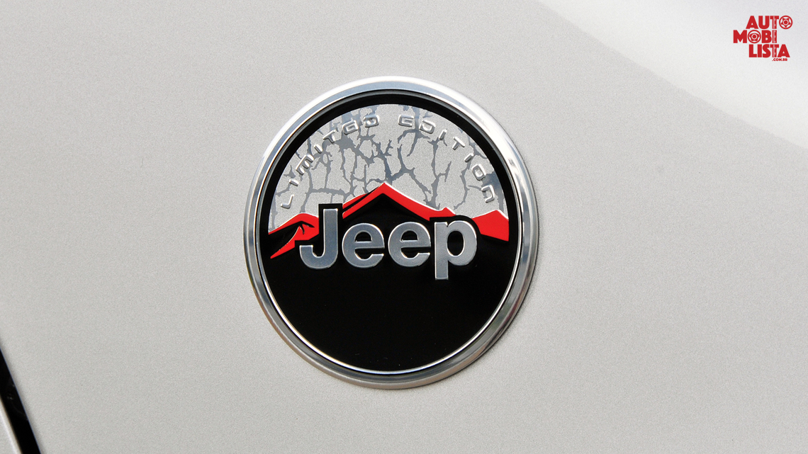 Emblema do Jeep Renegade Longitude Limited Edition. Foto: Divulgação.