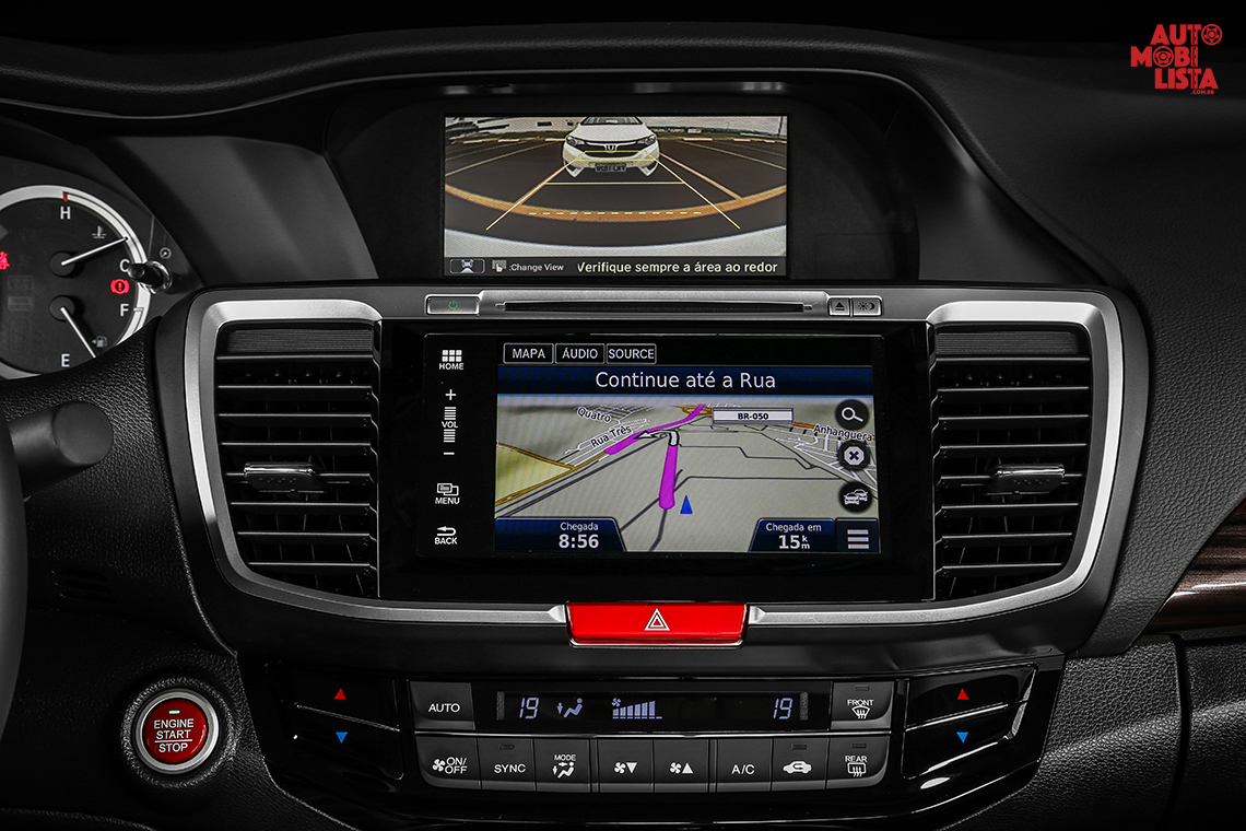 "Central multimídia com tela de 7"" multi touchscreen do Honda Accord 2016. Foto: Divulgação."